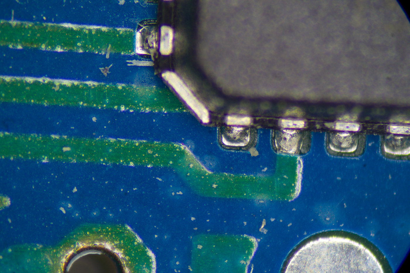 PCB and components at maximum zoom.