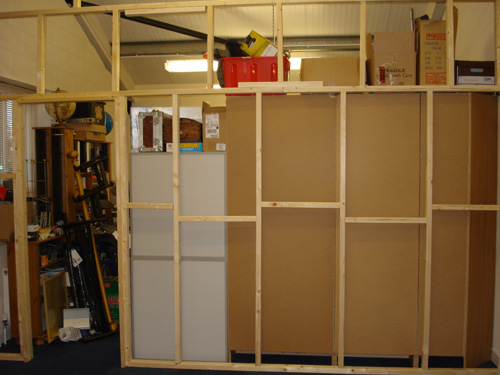 We built a wooden frame 3m high which was secured to both side walls and the floor using the battens and made a door frame to allow access to the front of ... & DIY Chromakey wall